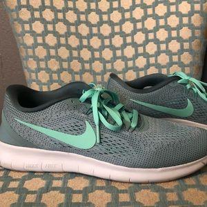 Women's Nike FREE RN Shoes